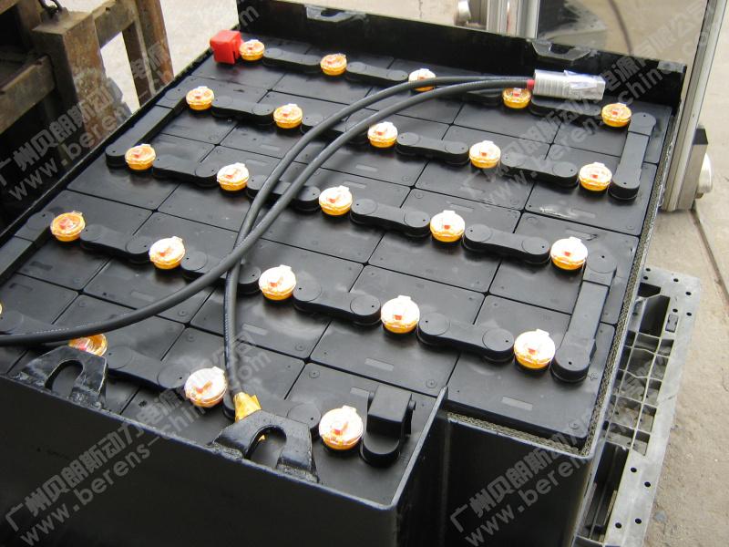 叉车蓄电池—超长寿命的极板结构